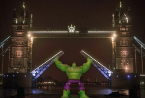 Hulk lifts Tower Bridge for the UK launch of Disney Infinity 2.0: Marvel Super Heroes